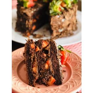 Bolo de chocolate com brigadeiro (01 fatia)